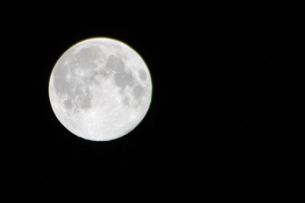 中秋の名月2011 まん丸お月様。